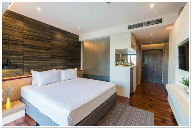パタヤのホテル シー ミー スプリング ツリー ホテル (Sea Me Spring Tree Hotel) パタヤビーチロード